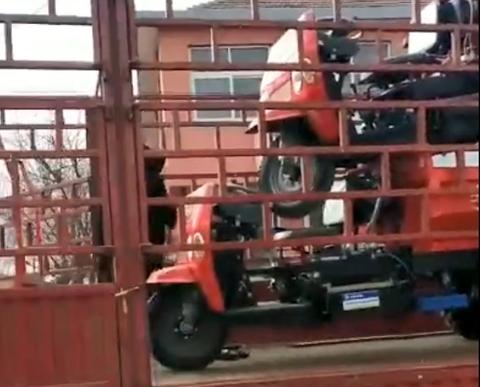 宇泰2辆三轮车发车